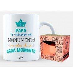 """Taza """"Papá te mereces un monumento por estar ahí en cada momento"""""""