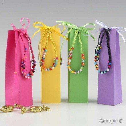 Pulsera multicolor en caja con 5 caramelos