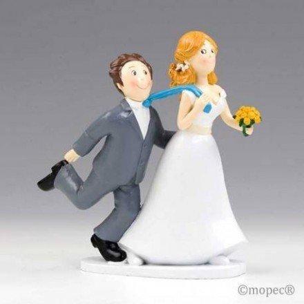 Figura pastel boda Sí o Sí tirando de la corbata