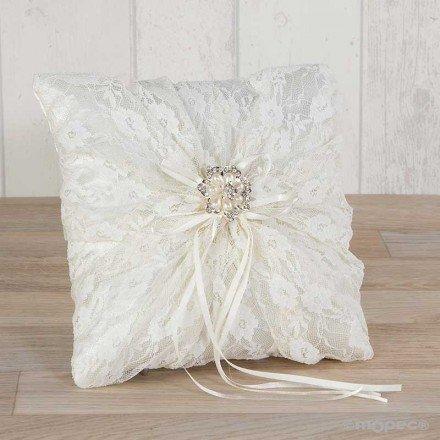 Cojín alianza con blonda y broche flor de perlas