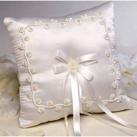 Cushion alliances garland raw beads